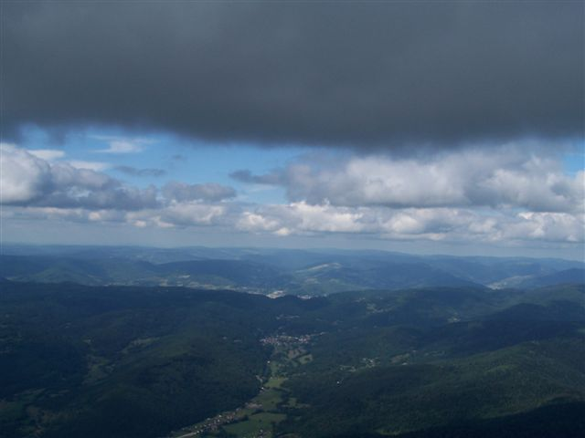 Cumulus marquant les ascendances aux parapentes dans les Vosges